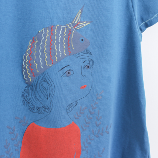 T-shirt girl with sardine hat